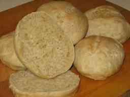 soodalla kohotettu leipä
