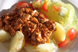 Broilerinmaksaa sipuli-tomaattikastikkeessa